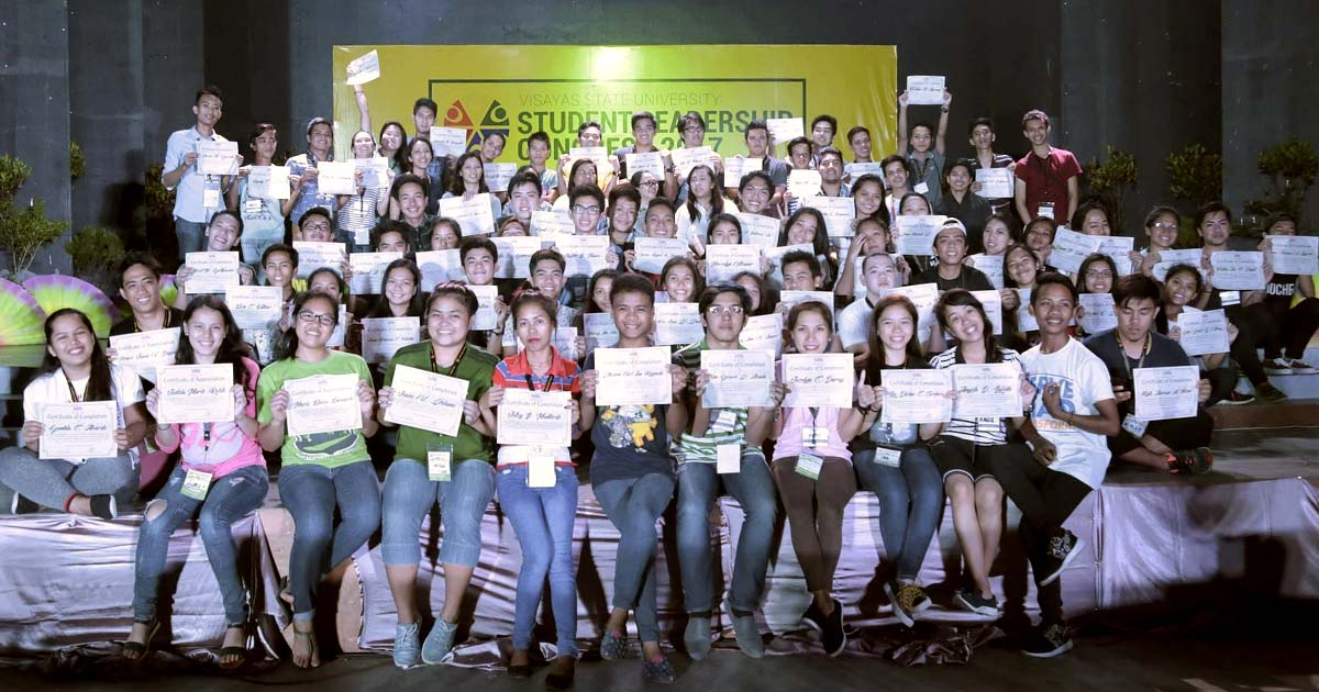 CERTIFIED LEADERS. Participants of the 2017 Student Leadership Congress pose with their certificates at the end of the event. Photo by Tristan Miasco/VSU Web Team intern.